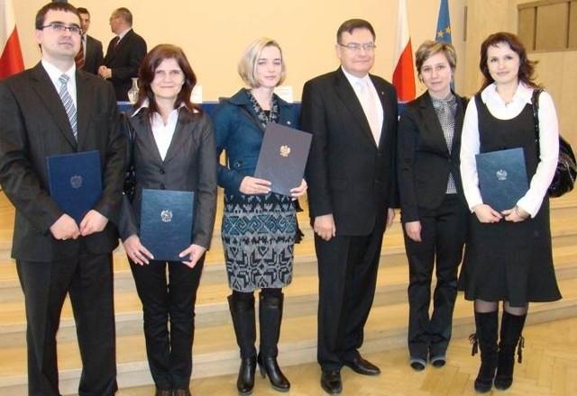 Świętokrzyscy pracownicy służby cywilnej dostali 26 listopada w warszawie nominacje na urzędników.