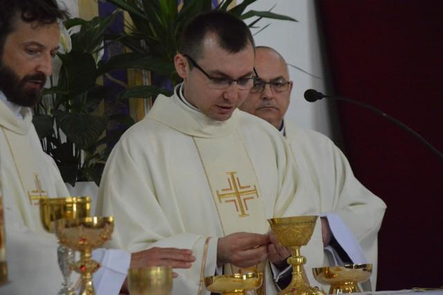 Święcenia kapłańskie w Wartkowicach. Adrian Anielak wyświęcony na księdza