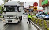 Końskowola: Starszą kobietę na pasach potrąciła ciężarówka. Śmigłowiec zabrał ją do Lublina