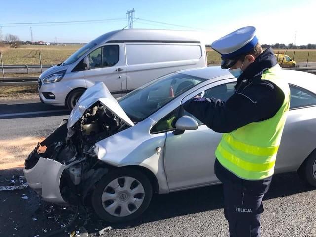 W poniedziałek, 22 marca, przed godziną 10 rano na drodze krajowej S11 w kierunku Piły doszło do kolizji drogowej z udziałem sześciu pojazdów. Kawałek dalej miało miejsce kolejne zderzenie dwóch samochodów osobowych.