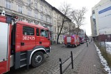 Akcja straży pożarnej na ul. Piekary. W jednym z budynków wystąpił problem z instalacją elektryczną