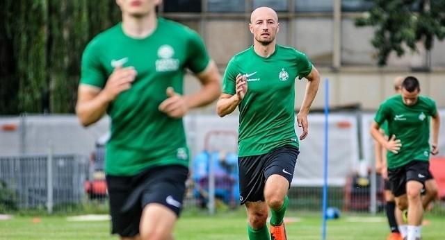 Łukasz Trałka podczas pierwszego treningu z drużyną Zielonych