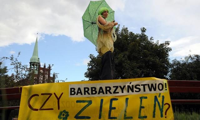 Dzisiaj na Placu Solidarności miał miejsce protest ekologów, którzy protestowali przeciw betonowaniu miasta.