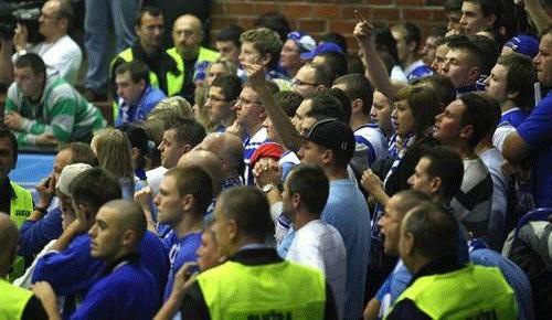 Kolejnym meczom AZS Koszalin i Energi Czarnych w Słupsku towarzyszyć będą jeszcze większe zabezpieczenia – taki jest wniosek z wczorajszego spotkania.