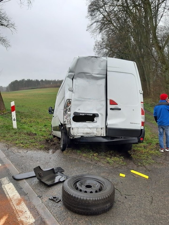 Dzisiaj (czwartek) niedaleko Suchorza na drodze krajowej nr 21 doszło do zderzenia samochodu ciężarowego i busa. Nikt nie odniósł poważnych obrażeń.