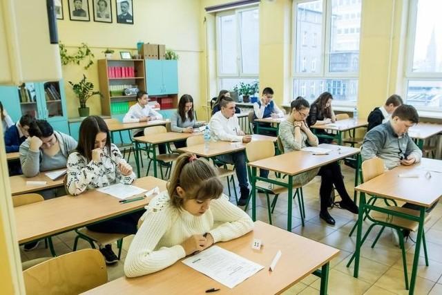 Próbny egzamin ósmoklasisty 2020. Kiedy się odbędzie? CKE informuje o próbnym egzaminie ósmoklasisty online [DATA, TERMIN]