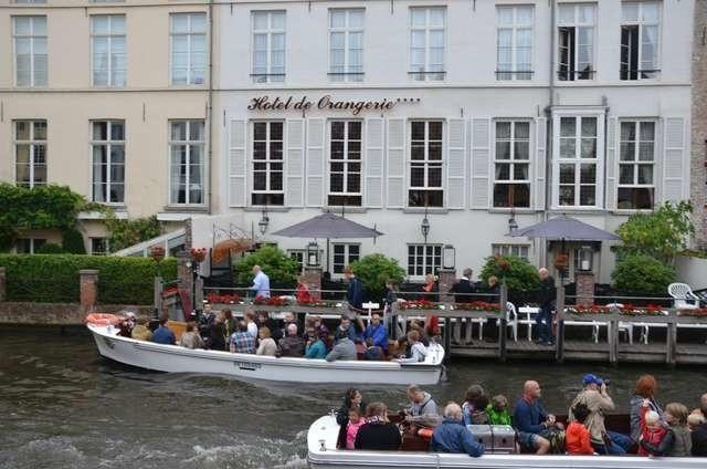 W sezonie Brugia oblegana jest przez turystów. Przejażdżki łodziami to jedne z wielu atrakcji