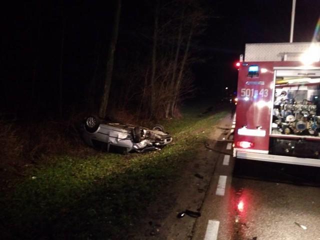 Do groźnie wyglądającego wypadku doszło w niedzielę około godziny 22.00 na DK63 pomiędzy Osowcem, a miejscowością Grochy-Pogorzele.