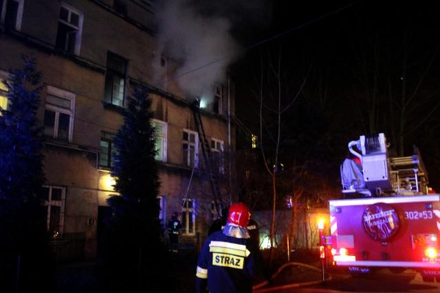 Pożar mieszkania w kamienicy przy Jaracza w Łodzi