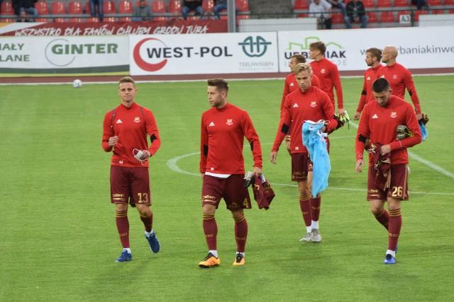 W piątkowy wieczór kibice obejrzeli mecz Chojniczanki z Pogonią na inaugurację II ligi