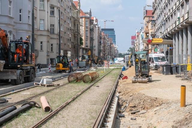 Kierowcy w Poznaniu nie mają łatwego życia. Zmiany organizacji ruchu spowodowane remontami sprawiają, że bardzo prosto jest znaleźć się w korku.Zobacz, gdzie występują utrudnienia w Poznaniu --->