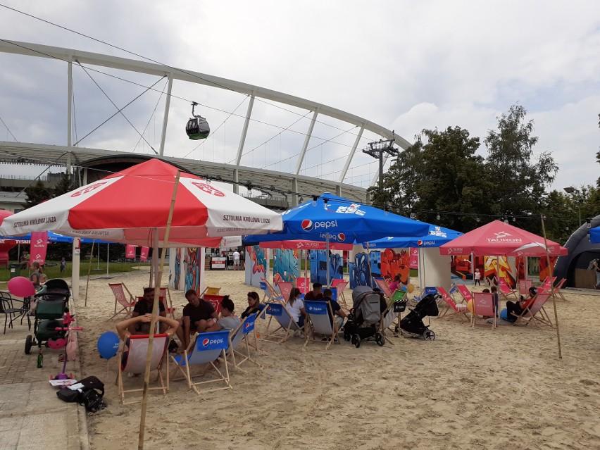 Tauron Silesia Beach, czyli plaża na Stadionie Śląskim  Zobacz kolejne zdjęcia. Przesuwaj zdjęcia w prawo - naciśnij strzałkę lub przycisk NASTĘPNE