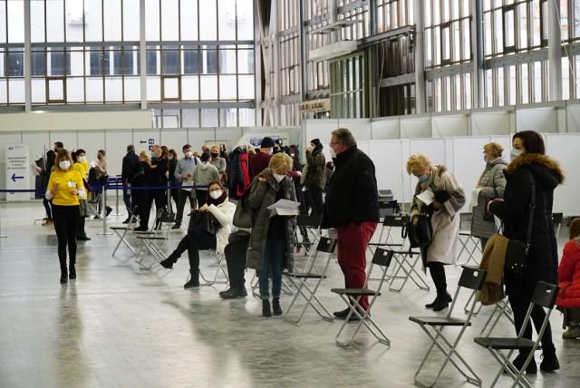 Na terenie Międzynarodowych Targów Poznańskich szczepienia odbywały się także w sobotę.