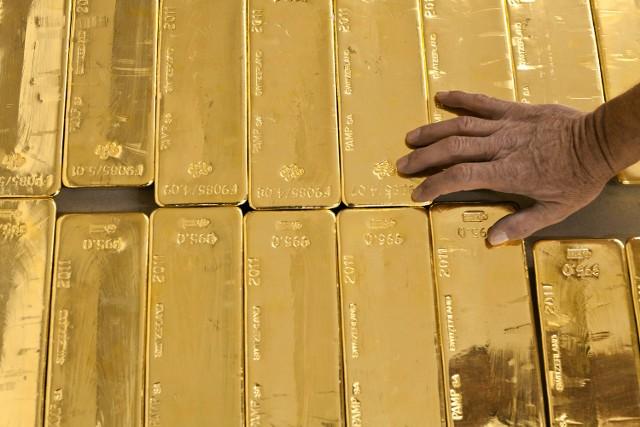 Złoto najdroższe od czerwca. Można zarobić!Słaby dolar powoduje, że ceny złota cały czas idą w górę