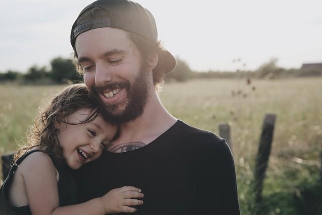 Wkrótce Dzień Ojca. Nie można zapomnieć o prezencie dla taty - sprawdź znalezione przez nasz propozycje gadżetów i najlepszych prezentów na dzień Dzień Ojca 2018.Aby przejść do kolejnego zdjęcia przesuń stronę gestem lub kliknij strzałkę w prawo na zdjęciu >>>