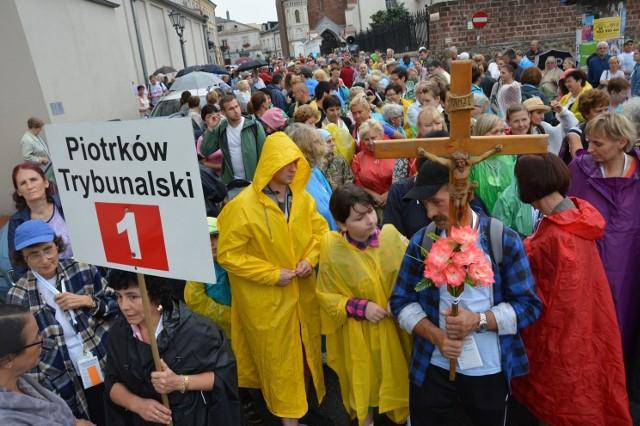Piesza Piotrkowska Pielgrzymka na Jasną Górę 2018 wyruszyła z kościoła farnego w Piotrkowie. Po raz 149.