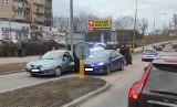 Pościg ulicami Suwałk. Policyjny radiowóz uszkodzony