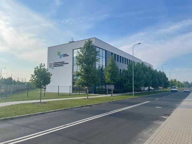 Powiatowy Ośrodek Dokumentacji Geodezyjnej i Kartograficznej w Poznaniu jest najnowocześniejszym ośrodkiem w kraju. Kosztował blisko 30 milionów złotych.