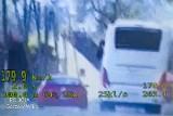 Bez prawa jazdy i przeglądu pędził 179 km/h w terenie zabudowanym. W mustangu było dziecko! Zatrzymany w Kamieniu Małym
