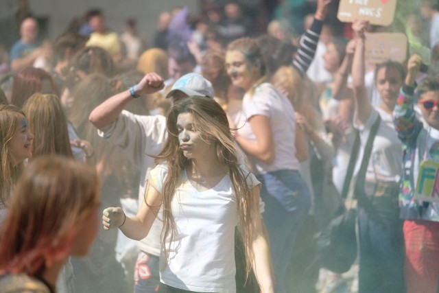 Kolorowy flash mob na Starym Rynku
