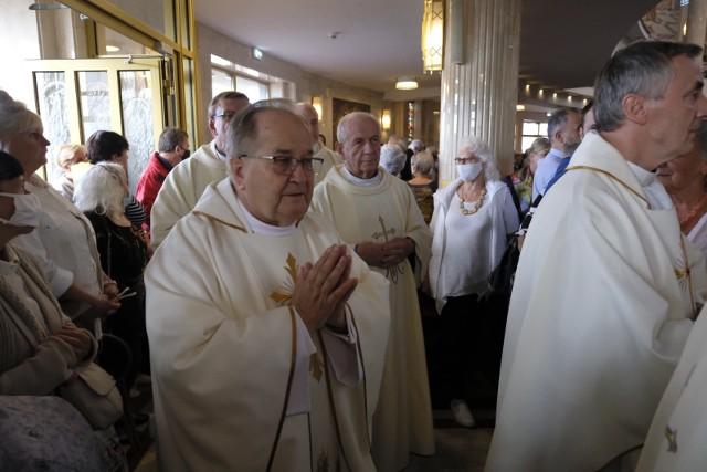 Po raz trzynasty odbywa się w Toruniu Dziękczynienie w Rodzinie, organizowane tradycyjnie w pierwszą sobotę września przez środowisko Radia Maryja.Mamy pierwsze zdjęcia z tego wydarzenia. Zobaczcie! >>>>>