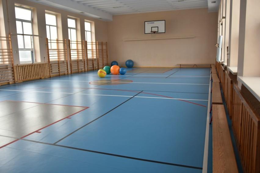 Na przykład w Szkole Podstawowej nr 7 przy ul. Wiatrakowej...