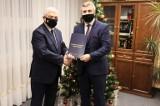 Remont Urzędu Miasta i Gminy w Daleszycach z dużym dofinansowaniem. Umowa już podpisana