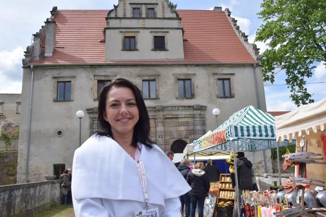- Święto Bzów kojarzy się z majem, ale jesteśmy bzową krainą i bzy kwitną w naszych sercach przez cały rok - zapewnia prezes Fundacji Karolat Agnieszka Adamów - Czaykowska.