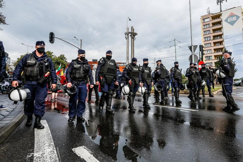 Premier Mateusz Morawiecki chce zaostrzenia kar za agresję wobec policjantów