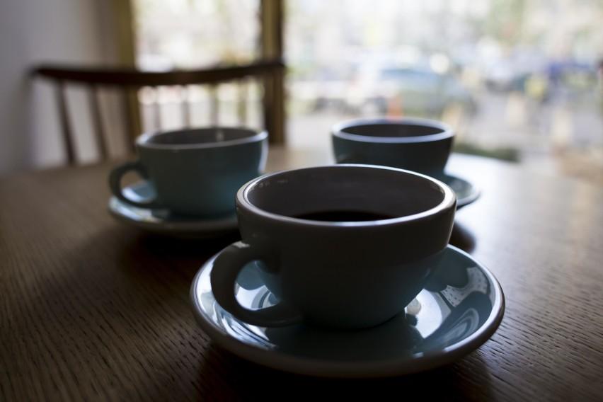 Na rynkach kawa najtańsza od lat. A w Polsce płacimy nawet 100 razy więcej niż jest warta. Dlaczego?