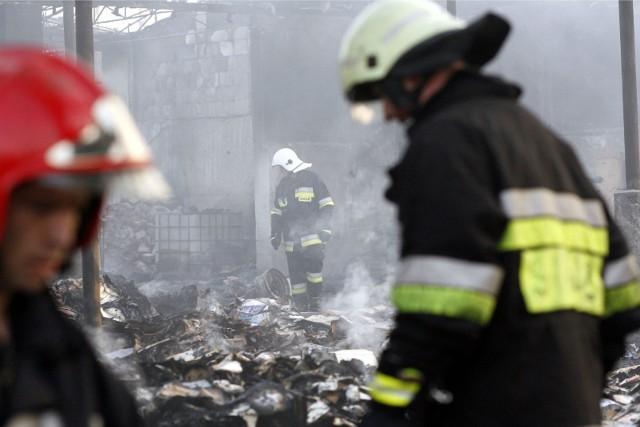 Zarobki strażaków, tak jak we wszystkich służbach mundurowych, zależą od stanowiska oraz premii. Sprawdź najnowsze dane i stawki wynagrodzeń w straży pożarnej.