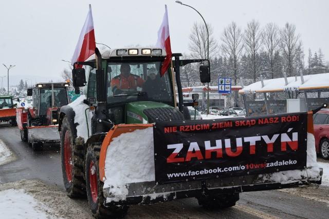 Protest w Sanoku. Mieszkańcy gminy Sanok i Zagórz nie chcą przyłączenia swoich wsi do miasta.
