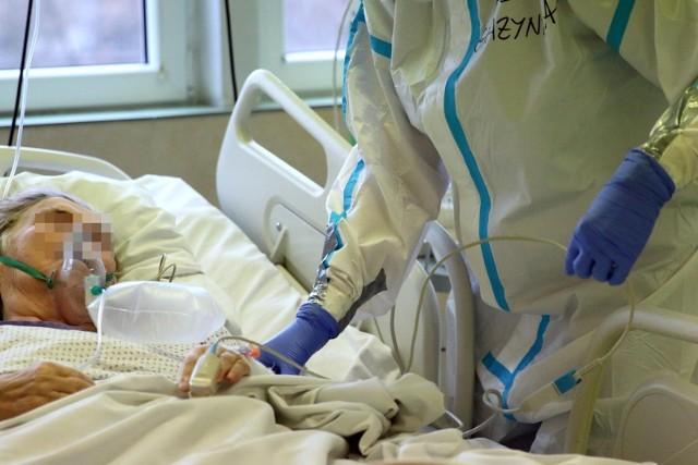 Obecnie zajętych jest 130 respiratorów- podał resort zdrowia.