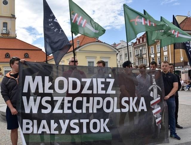 Protest Młodzieży Wszechpolskiej wobec przyjmowania imigrantów do Białegostoku.