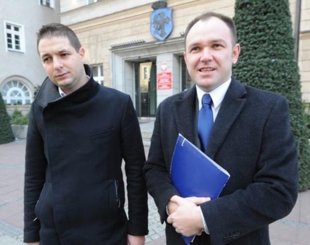 Tomasz Garbowski (na zdjęciu z prawej): - Pan Jaki mija się z prawdą, że zarobiłem 100 tys. zł i dlatego spotkamy się w sądzie.