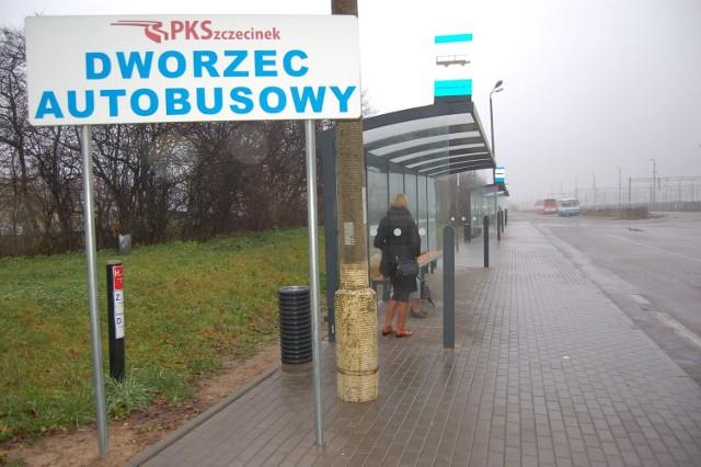 PKS Szczecinek ma jeszcze do sprzedaży stary dworzec autobusowy przy ulicy Kaszubskiej, od jesieni zeszłego roku autobusy przeniosły się na stację PKP - na zdjęciu.