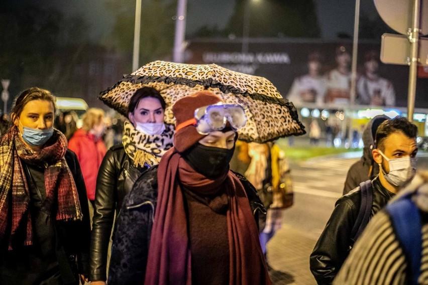 Protesty przeciwko zaostrzeniu prawa aborcyjnego trwają od...
