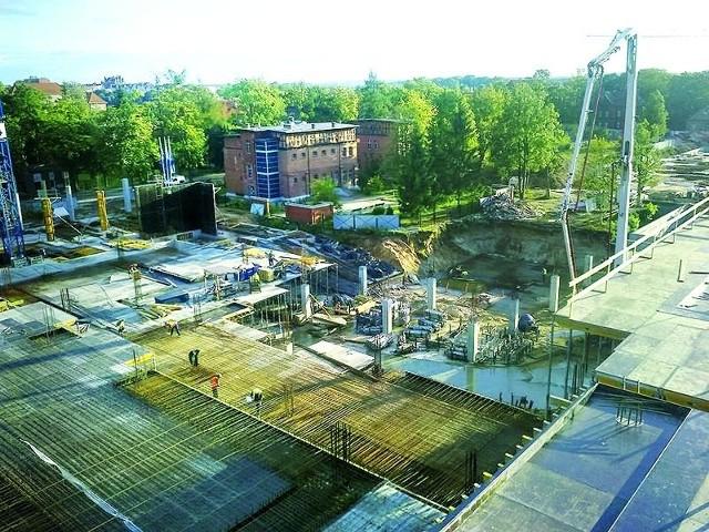 Ełk. Budowa Bramy Mazur nabiera tempaPowoli dobiega końca budowa pierwszego piętra galerii u zbiegu ulic Kościuszki i Dąbrowskiego.