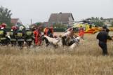Katastrofa śmigłowca w Domecku obok drogi powiatowej Opole - Prószków. Dwie osoby nie żyją [ZDJĘCIA, WIDEO]
