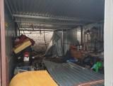 Ciało mężczyzny za garażem przy ul. Przędzalnianej. Nadal nie wiadomo, kim jest zmarły