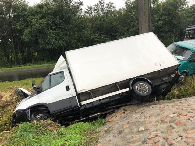 - Kierowcy obu aut byli trzeźwi, a sprawca kolizji za jej spowodowanie został ukarany mandatem - dodaje podkom. Justyna Andrzejewska.