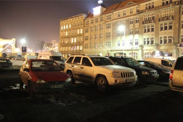 Parkowanie nocą we Wrocławiu - zdjęcie ilustracyjne