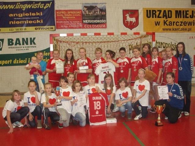 od lat świetnie pracuje z młodzieżą. Przykładowo młode szczypiornistki znakomicie spisały się na turnieju w Karczewie.