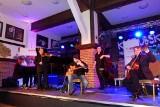 Joscho Stephan Gipsy Jazz Quartett zagra w Szymbarku. Koncert pamięci Daniela Czapiewskiego i Krzysztofa Sygneckiego