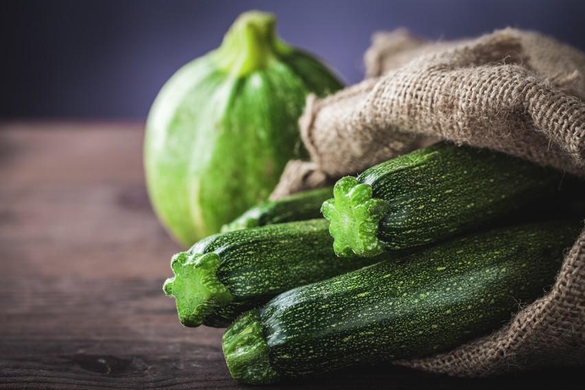 Cukinia jest niskokalorycznym warzywem, które idealnie...