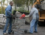 Z marketów giną wózki i koszyki