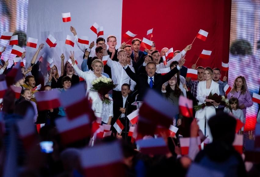 Oficjalne wyniki wyborów prezydenckich 2020. PKW: Wygrał Andrzej Duda, zdobył 51,03 proc. głosów. Rafał Trzaskowski otrzymał 48,97 proc.