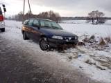 Dachowanie na trasie Buczek-Białogard. Na drogach jest bardzo ślisko [ZDJĘCIA]