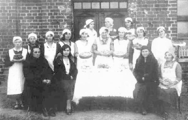Podpis pod zdjęcie: Tak wyglądało Koło  Gospodyń Wiejskich w listopadzie 1934 roku.