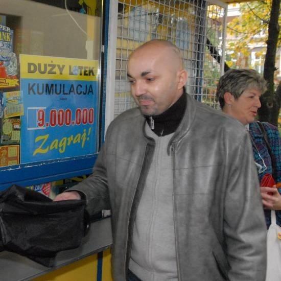 Sławomir Makarowicz z Zielonej Góry wysłał dziś kupon. Czy totolotek kombinuje? - A zobaczcie, co się dzieje w naszym futbolu - mówi.